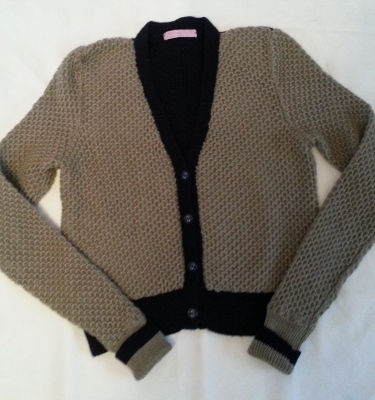 V neck cardy in tuck stitch
